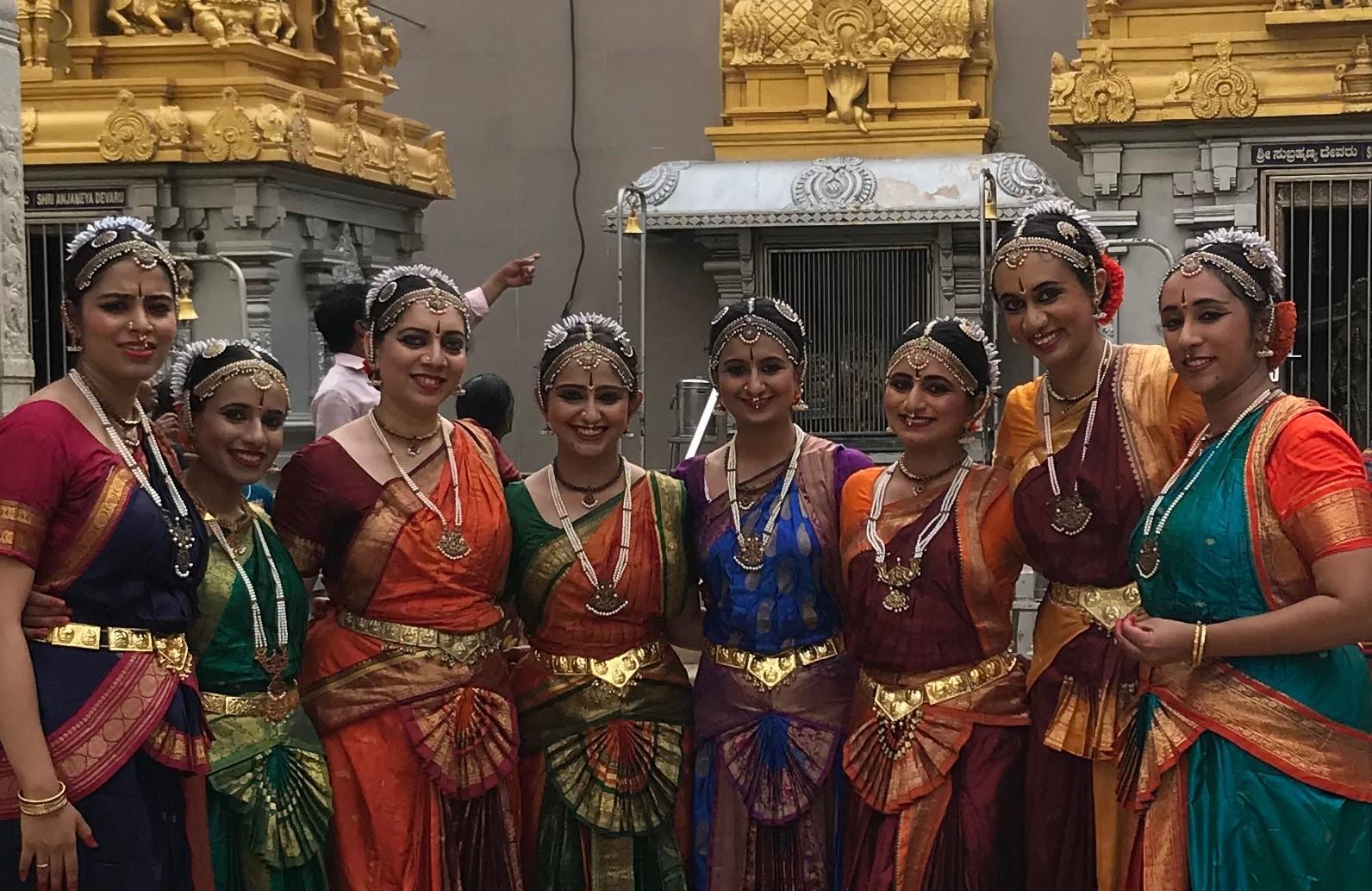 Dancers Charulatha, Purvi, Resham, Dhwani, Manasi, Chaitrali, Varsha and Nisha at Murdeshwar Temple